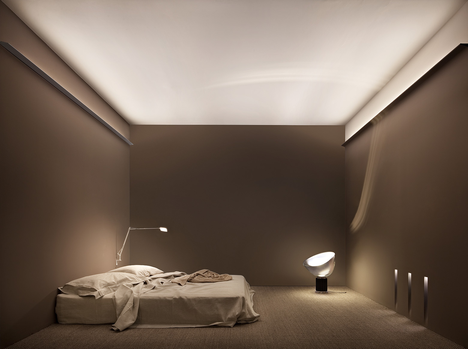 Thin LED Indirect Wall Lighting Fixtures 4